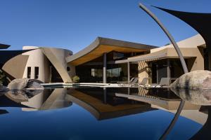 Desert Reflections Modern Green Architecture 11