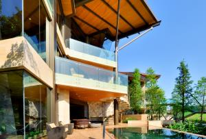 Luxelakes Black Pearl Modern Green Architecture 20
