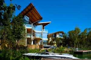Luxelakes Grace Shore Modern Green Architecture 11